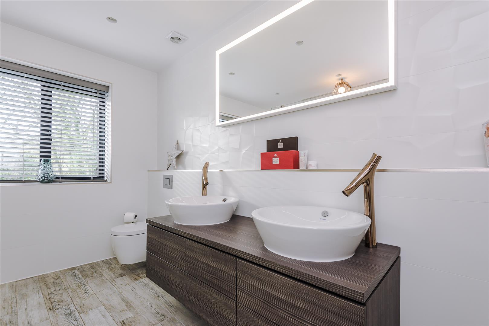 4 bedroom detached house For Sale in Bolton - DSC_9273.jpg.